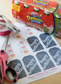 Quick & Easy Classroom Birthday Treats Free Printable Birthday Tags – At my son's school, only healthy options are allowed for classroom birthday parties. These tags are used for class birthday treats using smoothies to pass out to classmates. School Birthday Snacks, Preschool Birthday Treats, Classroom Birthday Treats, Healthy Birthday Treats, Birthday Treat Bags, Classroom Snacks, Birthday Party Treats, School Treats, Birthday Fun