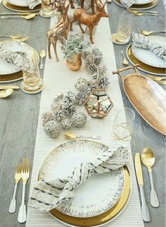 Elegant copper & gold holiday dining room decorations ( via We set ourselves a pretty fabulous table, cooked a delicious meal, and enjoyed each other's company at this year's copper and gold office holiday party! Gold Christmas Decorations, Christmas Table Settings, Christmas Tablescapes, Holiday Tablescape, Tree Decorations, Christmas Table Set Up, Dinner Table Settings, Everyday Table Settings, Table Centerpieces For Christmas