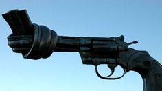 Frieden durch militärische Abrüstung? —  2012 wurde die europäische Union mit dem Friedensnobelpreis ausgezeichnet. Die aktuelle Sicherheitspolitik setzt auf Rüstungs- und Waffenkontrolle. Der Beitrag stellt die aktuellen Ansätze global ausgerichteter Friedens-und Konfliktforschung vor.