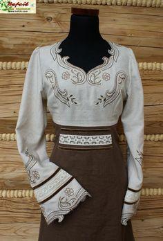 Polish-inspired cutwork and embroidery tunic dress Folk Fashion, Fashion Fall, Womens Fashion, Embroidered Clothes, Period Costumes, Fashion History, Style Me, Fashion Beauty, Dress Up