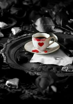 Chocolate Hearts and Red and White Heart Cups Coffee Break, My Coffee, Coffee Cups, Tea Cups, Morning Coffee, Chocolate Caliente, Hot Chocolate, Chocolate Hearts, My Funny Valentine