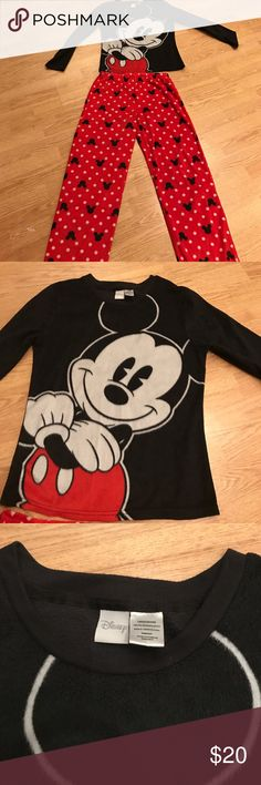 Disney Red, Black and White Micky Mouse Pajamas Long sleeve cozy sleeper set size large. Disney Pajamas Pajama Sets