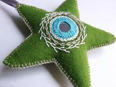 felt ornaments stars | Erratic Needle: Ornamentos com Espelhos Bordados
