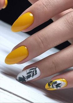 28 Beautiful flower nails design for yellow short nails ideas - Latest Fashion Trends For Woman Nail Design Glitter, Yellow Nails Design, Yellow Nail Art, Cute Acrylic Nails, Cute Nails, Pretty Nails, Spring Nails, Summer Nails, Flower Nail Designs