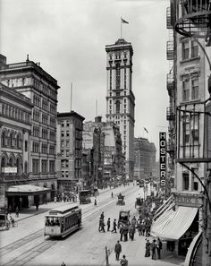 Broadway and the building of The Times, New York, 1915.