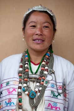 Bugun people of India, Photo: Greener Pastures Tribal People, Tribal Women, Weird Jewelry, Tribal Jewelry, Arunachal Pradesh, Indian People, Mode Boho, Indian Textiles, Precious Children