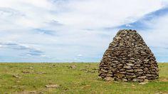 """""""Misterio""""  En Uruguay hay aprox. 180 y cada año se descubren más. Incluso en Lavalleja en el """"Valle del Hilo de la Vida"""" hay varios. Se empezaron a estudiar en 1986 por la Facultad de Ciencias y el Ministerio de Educación y Cultura.  Se sabe que se construyeron en un período de 5000 años y las más recientes hace aprox. 250 años.  En Uruguay se extienden en Rocha, Lavalleja, Durazno, Tacuarembó, Rivera, Cerro Largo, Salto y Artigas y hay del lado brasilero."""
