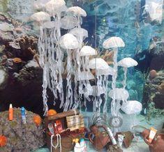 Escaparate de verano en Farmacia Pesca tu mejor aliado para disfrutar del verano, imagen 7