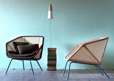 """Colony es una silla que sigue procesos de manufactura artesanales tanto para su estructura como para sus superficies. Para su marco de madera de haya, se usó el proceso de domado de madera con vapor, y las superficies de rattan, usaron un proceso que se llama """"caning"""" que consiste en tejer las fibras de la palma."""