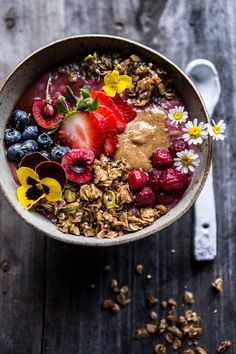4 Points About Vintage And Standard Elizabethan Cooking Recipes! Peanut Butter Acai Bowl Half Baked Harvest, Vegan Wout The Honey-Sub Agave Smoothie Fruit, Nutritious Smoothies, Smoothie Recipes, Breakfast Bowls, Breakfast Recipes, Mexican Breakfast, Breakfast Sandwiches, Breakfast Pizza, Açai Bowl