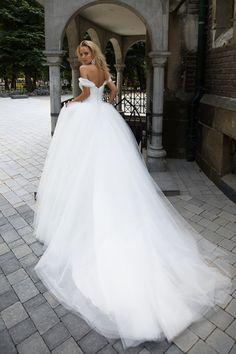 Oksana Mukha Wedding Dresses 2017 This is beautiful.love the high fullness of the tulle skirt! Wedding Dress Cinderella, Princess Wedding Dresses, Dream Wedding Dresses, Bridal Dresses, Wedding Gowns, Mermaid Wedding, Wedding Dressses, Princess Bridal, Wedding Ceremony