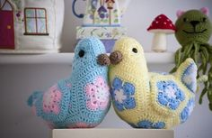 Crochet African Flowers, Crochet Birds, Crochet Quilt, Crochet Doll Pattern, Crochet Crafts, Crochet Dolls, Crochet Flowers, Crochet Projects, Crochet Patterns