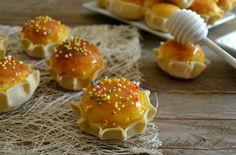Is pardulas, o formagelle di ricotta, dolci tipici sardi che vengono preparati per Pasqua.