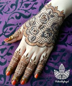 Very easy and simple mehndi designs photos for hands 2018 Unique Mehndi Designs, Mehndi Designs For Fingers, Beautiful Henna Designs, Beautiful Mehndi, Bridal Mehndi Designs, Bridal Henna, Mehndi Tattoo, Henna Tattoo Designs, Tattoo Ideas