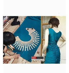 Image may contain: one or more people Sewing Lessons, Sewing Hacks, Sewing Tutorials, Pattern Draping, Bodice Pattern, Techniques Couture, Sewing Techniques, Dress Sewing Patterns, Clothing Patterns