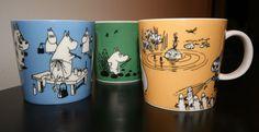 """Vanhat Muumimukit 1991->   Tumma keltainen (Pikku Myy""""),   Tumma Roosa (""""Muumimamma""""),    Tummansininen (""""Muumipappa"""").    Tummanvihreä (""""Muumi"""")"""