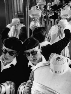 Hollywood costume designer Edith Head at work on a gown for Grace Kelly. She is my favourite fashion/costume designer! Grace Kelly, Alfred Hitchcock, Classic Hollywood, Old Hollywood, Hollywood Party, Costume Hollywood, Donald Robertson, Eric Burdon, Best Costume Design