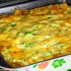 Toți vor cere porții suplimentare - budincă extraordinară cu dovlecei tineri! - savuros.info Good Food, Yummy Food, Romanian Food, Cooking Recipes, Healthy Recipes, I Want To Eat, Deli, Food Videos, Macaroni And Cheese