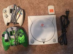Sega Dreamcast Hkt-3020 BUNDLE - 2 Controllers MEMORY CARD POWER CORD…