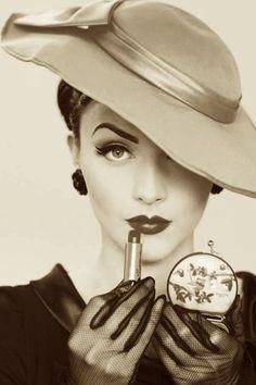 Vintage Makeup Idda Van Munster I do believe!Holy crap she is beyond belief! Vintage Glamour, Vintage Dior, Vintage Beauty, Vintage Vogue, Vintage Ladies, Look Retro, Look Vintage, Vintage Photos, Vintage Makeup Looks
