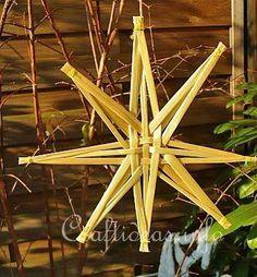 Crafting for Holidays - Christmas Craft - Straw Star Ornament Ukrainian Christmas, Noel Christmas, Yule Crafts, Holiday Crafts, Straw Weaving, Basket Weaving, Star Ornament, Xmas Ornaments, Corn Dolly