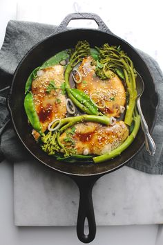 18 Minutes is all it takes to make this delicious sesame honey glazed chicken paired with snap peas and broccolini for a complete meal with a magical sauce Honey Glazed Chicken, Sesame Chicken, One Pot Meals, Easy Meals, Healthy Dinner Recipes, Healthy Food, Snap Peas, Family Meals, Cooking