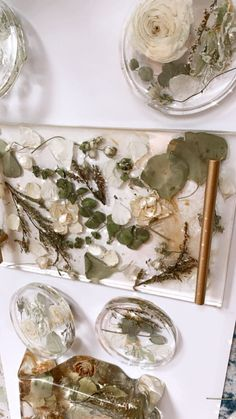 Diy Resin Projects, Resin Crafts, Resin Art, Bridal Decorations, Flower Decorations, Diy Resin Tray, Resin Furniture, Special Flowers, Diy Wedding Flowers