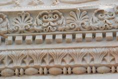 Chiesa di San Salvatore, Spoleto. Decorazione scultorea del portale. V secolo (?)