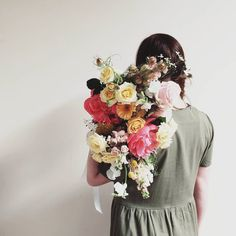 SPRING WEDDING BOUQUET F l o r a l S t y l i s t  (@pebbleanddot) Throw back to peonies, sweetpea  warmer days. Not long till I get to play with fresh flower goodies, and the excitment is real people 🙌 With level 3 I will be operating and any orders will be able to be delivered or collected, contactless of course! If you're waiting on a custom order, I'll be in touch as soon as they are ready xx
