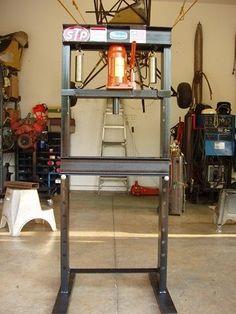Homemade Hydraulic Press - Plans and Dimensions Included – Corvette Restoration Garage Tools, Garage Workshop, Diy Workshop, Metal Projects, Welding Projects, Diy Projects, Homemade Tools, Diy Tools, Bric À Brac