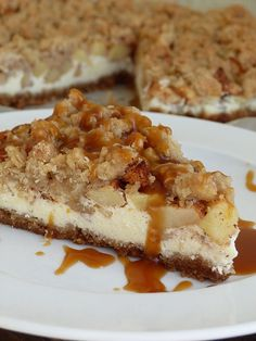 Cheesecake with apples, crumble and salty caramel Kouzlo mého domova… Easy No Bake Desserts, Sweet Desserts, Sweet Recipes, Cookie Recipes, Dessert Recipes, Chocolate Deserts, Tasty, Yummy Food, Sweet Cakes