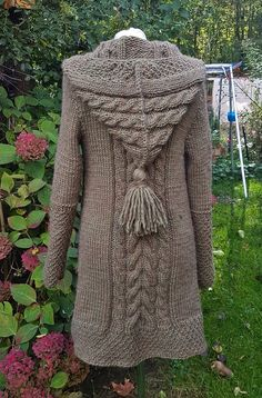 Cardigab with pointed hoodM Crochet Coat, Knitted Coat, Crochet Baby, Loom Knitting, Knitting Patterns Free, Knit Patterns, Free Pattern, Knit Cardigan Pattern, Crochet Cardigan