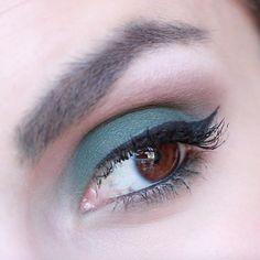 Used the Kat Von D MetalMatte palette to create this green matte eyelook IG - LadyKaty92