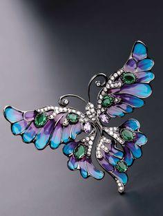 Cameo Italiano, collezione Doris: vola come una farfalla e pungi come un'ape.