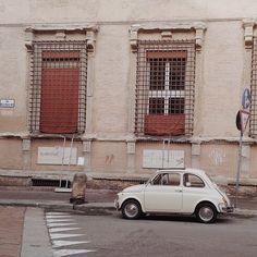 「#VSCOcam #bologna #ig_bologna #italia #instaitalia #fiat500 #500 #vscoedit #vscocar #500_on_the_road」