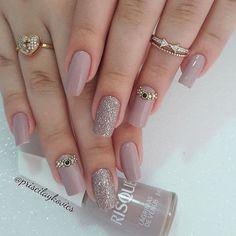 Coffin acrylic nails are very trendy despite their name. In fact, the coffin-shaped nails are popular due to the number of reasons. Besides being worn by many celebrities, they are also easy to work with. Chic Nails, Stylish Nails, Trendy Nails, Fun Nails, Glitter Nails, Chic Nail Designs, Elegant Nail Designs, Elegant Nails, Nagel Hacks