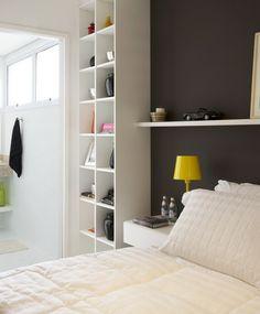 Imagem home // small spaces спальня e мебель Decor, Home, Small Spaces, Bedroom, Room, Interior, Black And White Decor, Furniture Styles, Hotel Interior Design