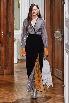 Mame Kurogouchi Fall 2019 Ready-to-Wear Fashion Show - Vogue Fashion Wear, Fashion Looks, Womens Fashion, Fashion Tips, Fashion Trends, High Fashion, Edgy Dress, Fashion Show Collection, Models