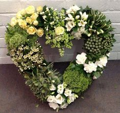 Green and white heart funeral flowers - Wreaths Deco Floral, Floral Foam, Arte Floral, Funeral Floral Arrangements, Flower Arrangements, Green Funeral, Flower Service, Funeral Tributes, Flower Room