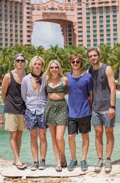 I love Rydels outfit!