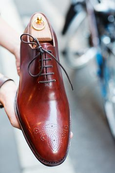 Whole-cut with brogueing.
