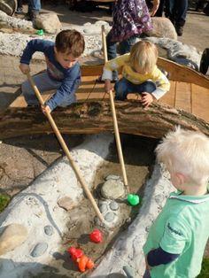 Stimuleren ontwikkeling - Ontdektuinen Kids Outdoor Playground, Water Playground, Outdoor Fun For Kids, Outdoor Play Areas, Natural Playground, Backyard For Kids, Children Playground, Outdoor Classroom, Outdoor Learning