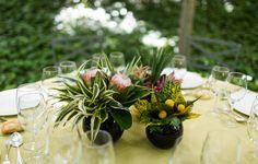 Decoración de mesas con Cardamomo Catering, Event Oh!, Naranjas de la China y fotos de Instantánea y Toma Primera