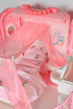 i had this bedroom barbie set.