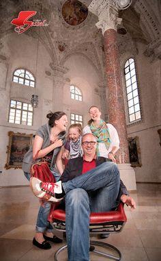 Kabarettist #Wolfgang Krebs bringt mal wieder alle zum Lachen. Auf Roter Sessel. Couple Photos, Couples, Photoshoot, Laughing, Flowers, Couple Shots, Couple Pics, Couple Photography, Romantic Couples