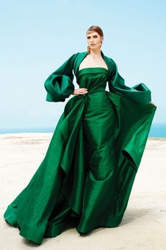 Tweed Rose: Must-Have: Romantic Retro Glam Evening Gowns by Fouad Sarkis Couture Couture Dresses, Fashion Dresses, Green Gown, Nice Dresses, Formal Dresses, Haute Couture Fashion, Designer Gowns, Overall, Beautiful Gowns
