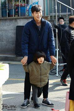 Omg these two together Lee Tae Hwan and Kim Kang Hoon #PrideandPrejudice