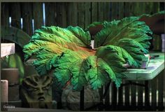 Flowers and Weeds: Concrete Leaf Casting : First Attempt Painting Cement, Cement Art, Cement Planters, Leave In, Concrete Crafts, Concrete Projects, Garden Crafts, Garden Projects, Diy Projects