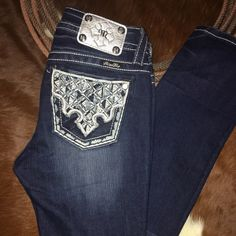 MISS ME JEANS MISS ME JEANS NWOT NEVER WORN SIZE 27 (3-4 REGULAR SIZE ) MID RISE -STRAIGHT INSEAM 33 1/2 Miss Me Jeans Straight Leg