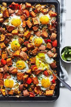 One Pan Sweet Potato Hash with Eggs // healthy recipes // breakfast // lunch // dinner // high protein // vegetarian // meal prep // under an hour // easy clean up // simple meals // Beachbody // Beac (Simple Bake Fries) Beginner Vegetarian, Vegetarian Meal Prep, Vegetarian Protein Meals, High Protein Vegetarian Breakfast, Vegetarian Hash, Healthy High Protein Meals, High Protein Dinner, Vegetarian Italian, Vegan Meals